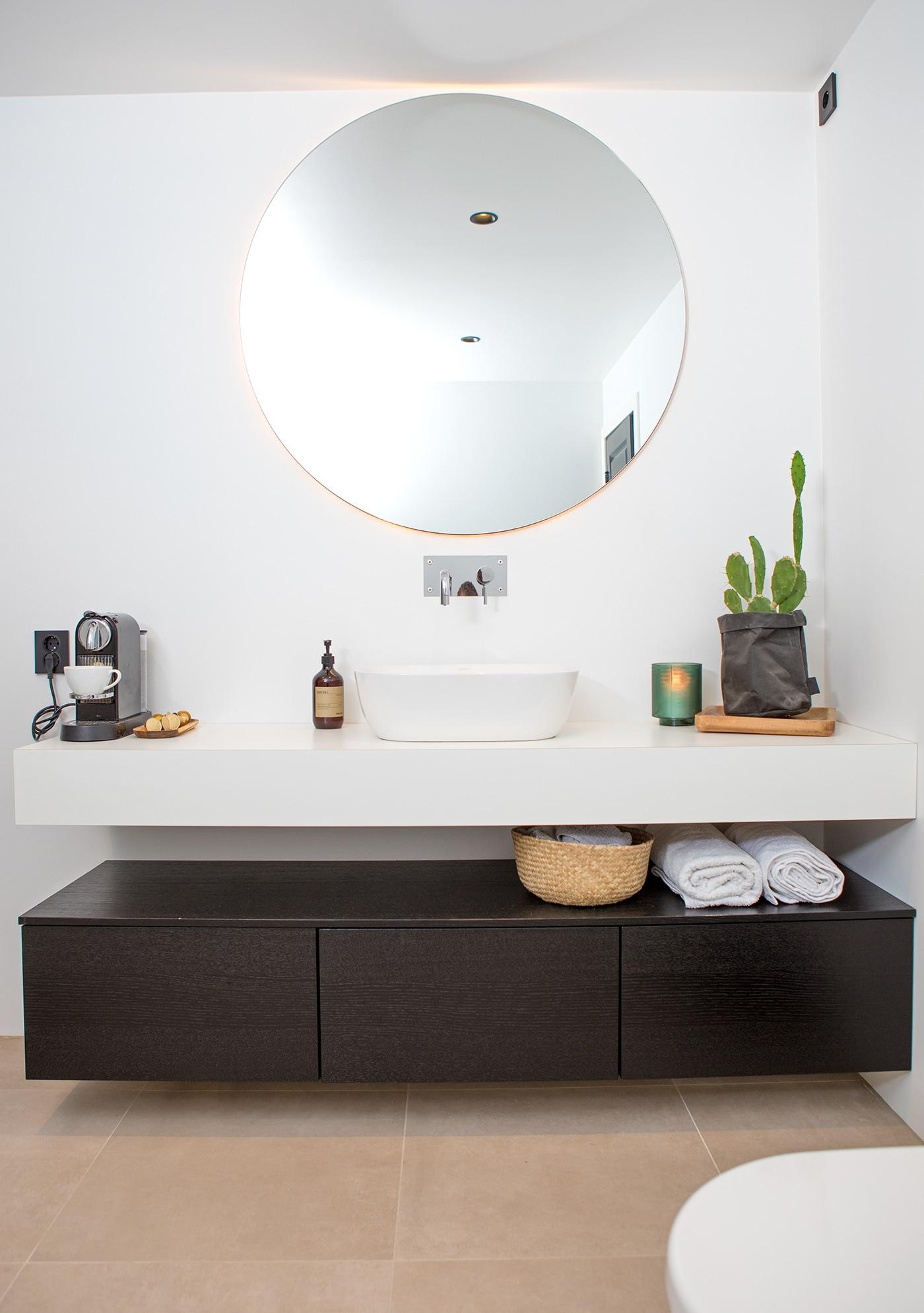 Rundt speil på nytt bad